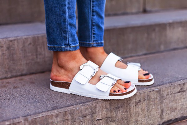 white_birkenstock_shoes_street_style