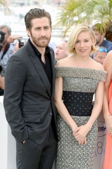 Jake Gyllenhaal & Sienna Miller-Vogue-13May15-PA_b_592x888